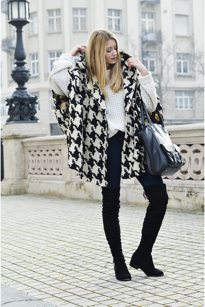 Black-jessica-buurman-boots-black-poncho-tras-coat