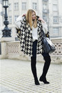 Black-jessica-buurman-boots-black-poncho-tras-coat