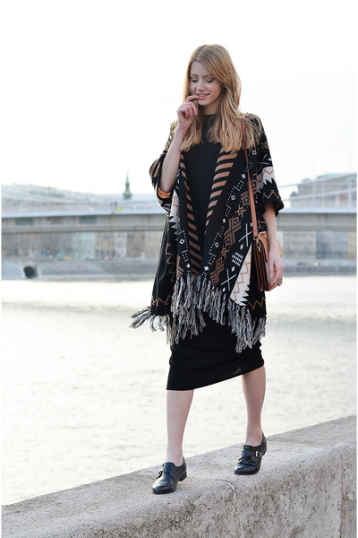 black midi Bershka dress - bronze chain Jessica Buurman bag