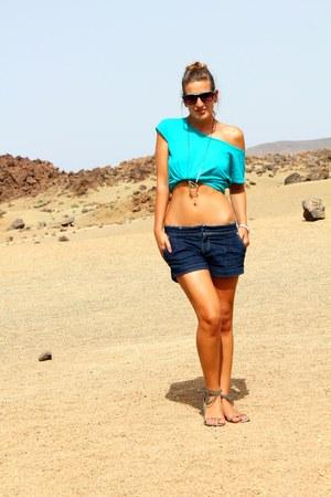 large Bershka t-shirt - jeans Stradivarius shorts - Bershka sandals