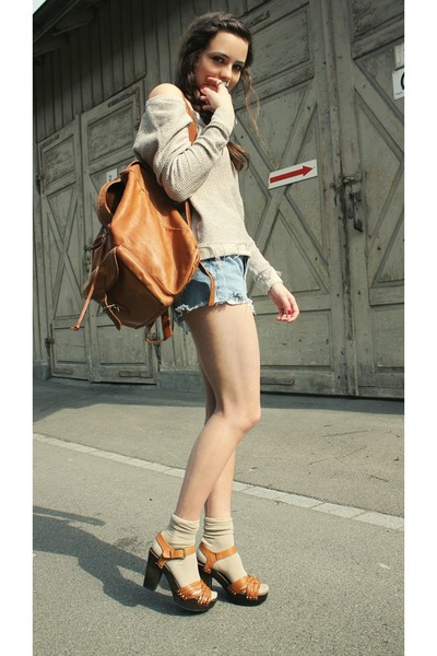 camel Zara sweater - 2hn hand bag - blue 2nd hand Levis shorts - H&M wedges