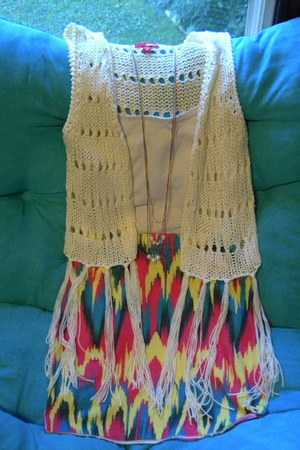 pencil skirt skirt - fringe bottom Bongo vest - necklace