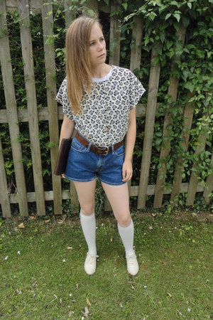 Levis shorts - Fox Vintage blouse - Fox Vintage necklace