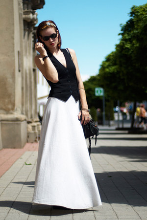 black H&M vest - off white second hand skirt - black Kudzo hair accessory