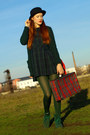 Dark-green-second-hand-dress-black-h-m-hat-red-vintage-bag