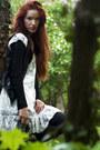 White-lace-second-hand-dress-black-vintage-handbag-second-hand-bag