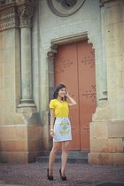 yellow t-shirt - white skirt