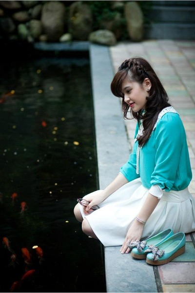 turquoise blue blouse - white skirt - turquoise blue flats