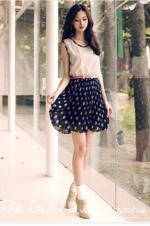 off white shoes - dark gray polka skirt - eggshell top