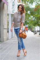 bronze bag - tan sweater - light blue pants - bronze heels