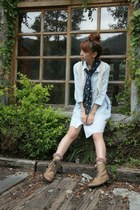 tan ankle boots boots - tie dye accessories - white long blouse