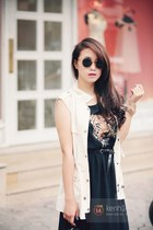 dark gray dress - white blazer - black sunglasses