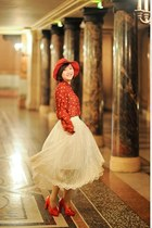 red hat - red peterpan collar blouse - cream chiffon skirt - red heels