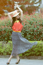 silver skirt - neutral hat - salmon top