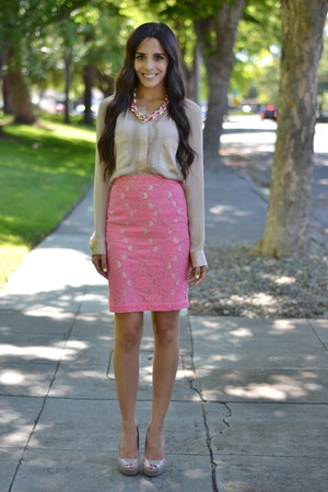 pink lace overlay H&M skirt - tan peeptoe Steve Madden pumps