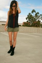 Dolce Vita boots - Vintage Rodo purse - Alice & Olivia shorts - Ray Ban sunglass