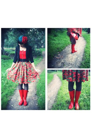 red wellies rain Target boots - red Bernie Dexter dress - black polka dots tight