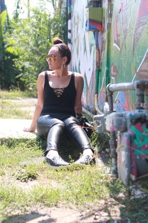 black bodysuit H&M shirt - black Bebe bag - black leather Forever 21 pants