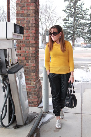 black Bebe bag - silver oxfords thrifted shoes - mustard thrifted sweater