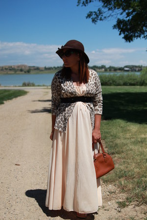 peach maxi vintage dress - dark brown kohls hat - tawny coach bag