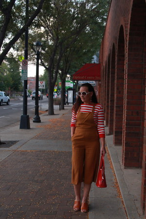 red striped Jones New York shirt - red thrifted bag - tawny Old Navy heels