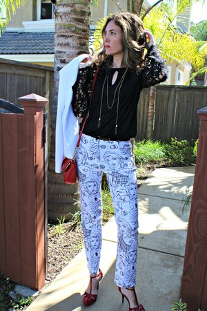 white printed Merchant pants - ruby red crossbody Michael Kors bag