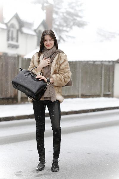 tan personal creation coat - black antigona Givenchy bag