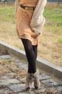 Beige-boots-nude-dress-beige-cardigan-dark-brown-vintage-moschino-belt