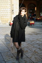 amen coat - Zara boots - H&M scarf - Stradivarius socks - H&M tights