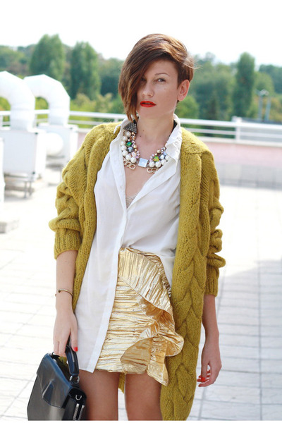 Ivory-h-m-shirt-gold-h-m-skirt_400