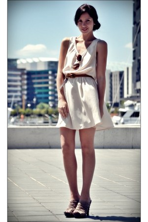 beige dress - gold sunglasses - dark khaki clogs - light brown belt