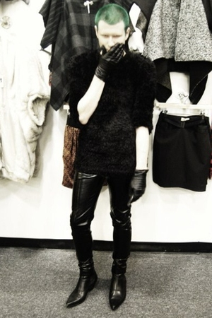 black H&M sweater - black Forever21 pants - black H&M gloves - Underground Origi
