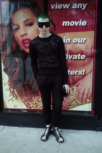 black Marc Jacobs sunglasses - black H&M sweater - black H&M pants - black secon