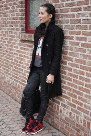 Zara coat - Urban Outfitters sweatshirt - Zara pants - nike sneakers
