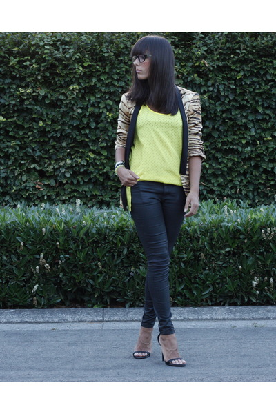 black Zara jeans - camel Zara blazer - yellow Zara blouse - black Zara pumps
