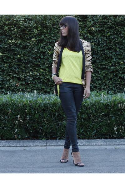 black Zara jeans - camel Zara blazer - yellow Zara blouse - black Zara pumps