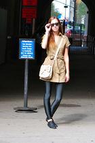 gray H&M leggings - black Spring shoes - beige Forever 21 bag - Forever 21 top