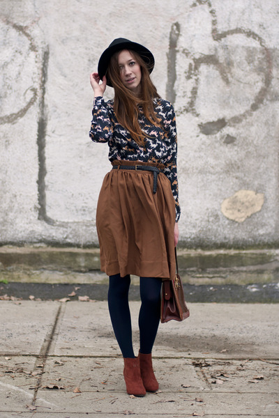 brick red H&M boots - navy horse printed H&M shirt - tawny midi H&M skirt