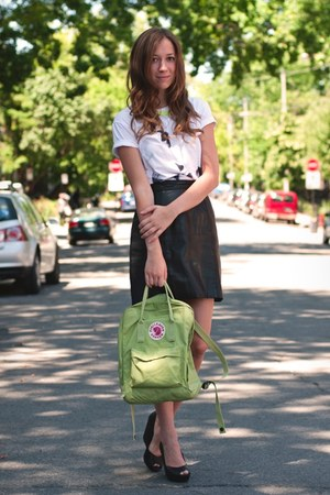 black leather Citizen Vintage skirt - chartreuse fjallraven bag