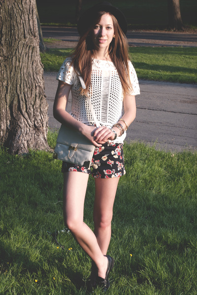 Black Floral Print Forever21 Shorts, White Crochet H&M Tops ...