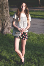 black floral print Forever21 shorts - white crochet H&M top