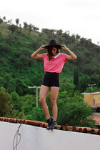 black hat Con B de Vintage hair accessory - polyester H&M shorts