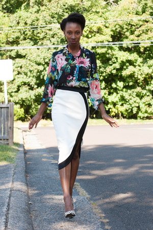 midi Boohoo skirt - floral print H&M blouse - checkered Qupid heels