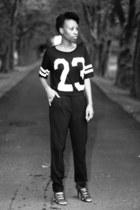 new look t-shirt - H&M pants - snakeskin wild diva heels
