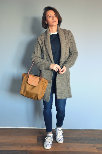 light brown oversized Comptoir des Cotonniers cardigan - Gap jeans