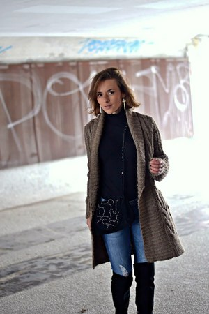 light brown Comptoir des Cotonniers cardigan - black Stradivarius boots