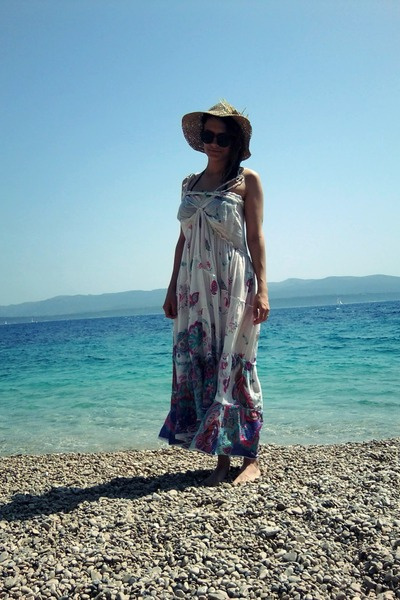 maxi dress - summer hat
