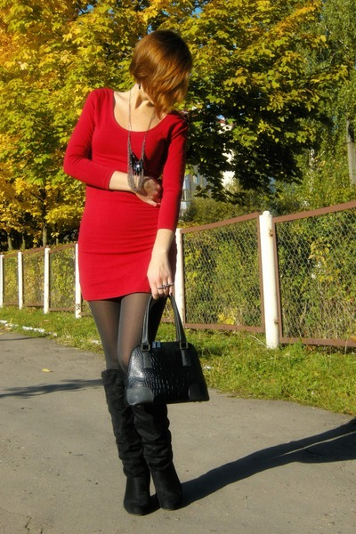 red open back George dress - black faux leather Divideo jacket