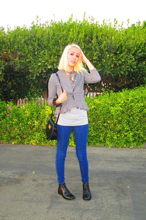 Kimchi Blue blazer - versace shoes - UO jeans - thrifted bag - Amazon bracelet