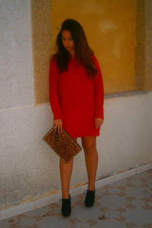 black antelina Marypaz boots - red lana Zara dress